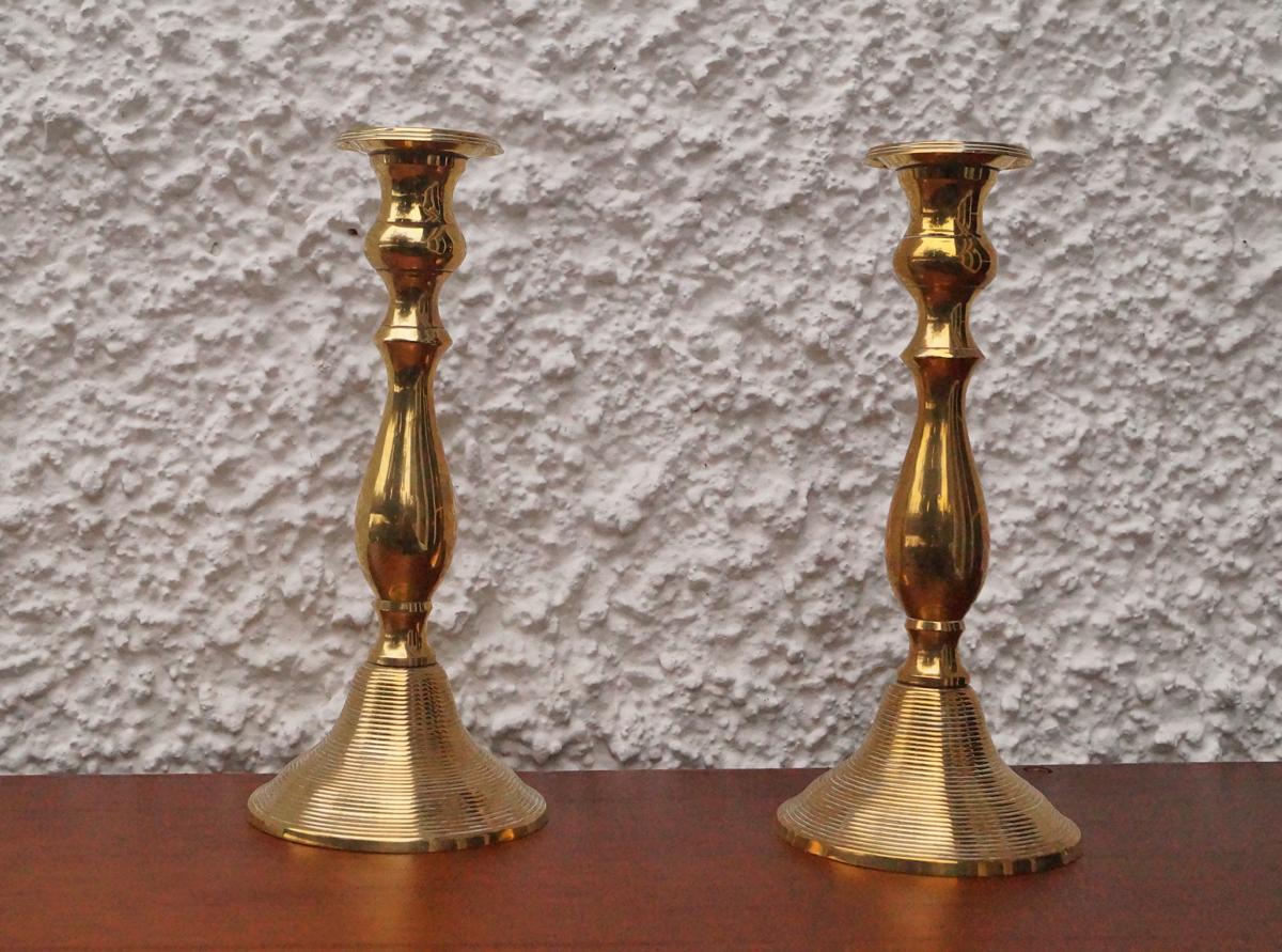 Ein Paar antike Kerzenständer aus Messing